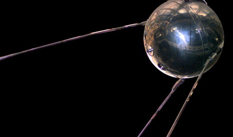 """İlk Uydu """"Sputnik"""""""